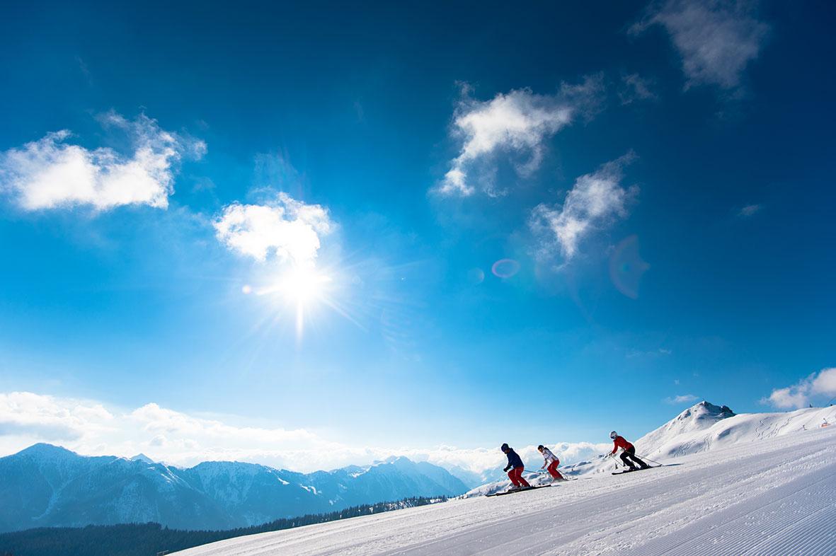 ski-amade-skiaction